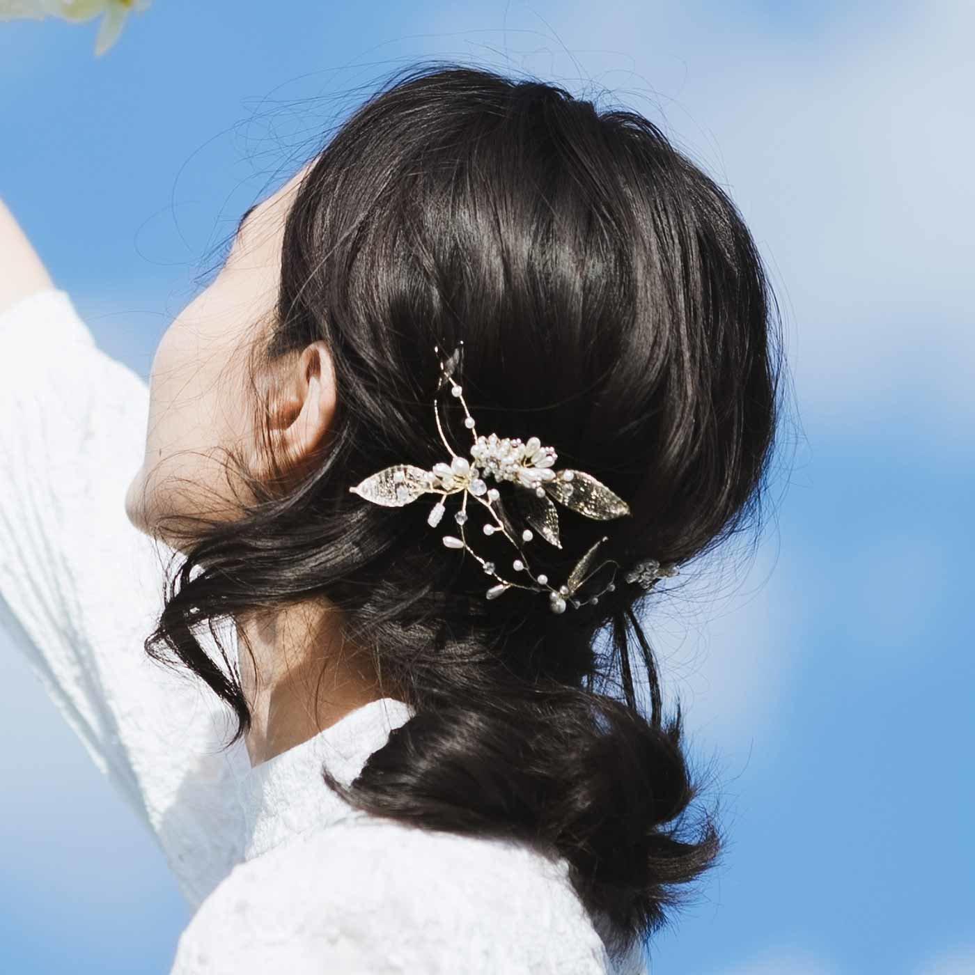 ふんわりと華やかに身にまとう ボタニカルモチーフのヘッドドレス