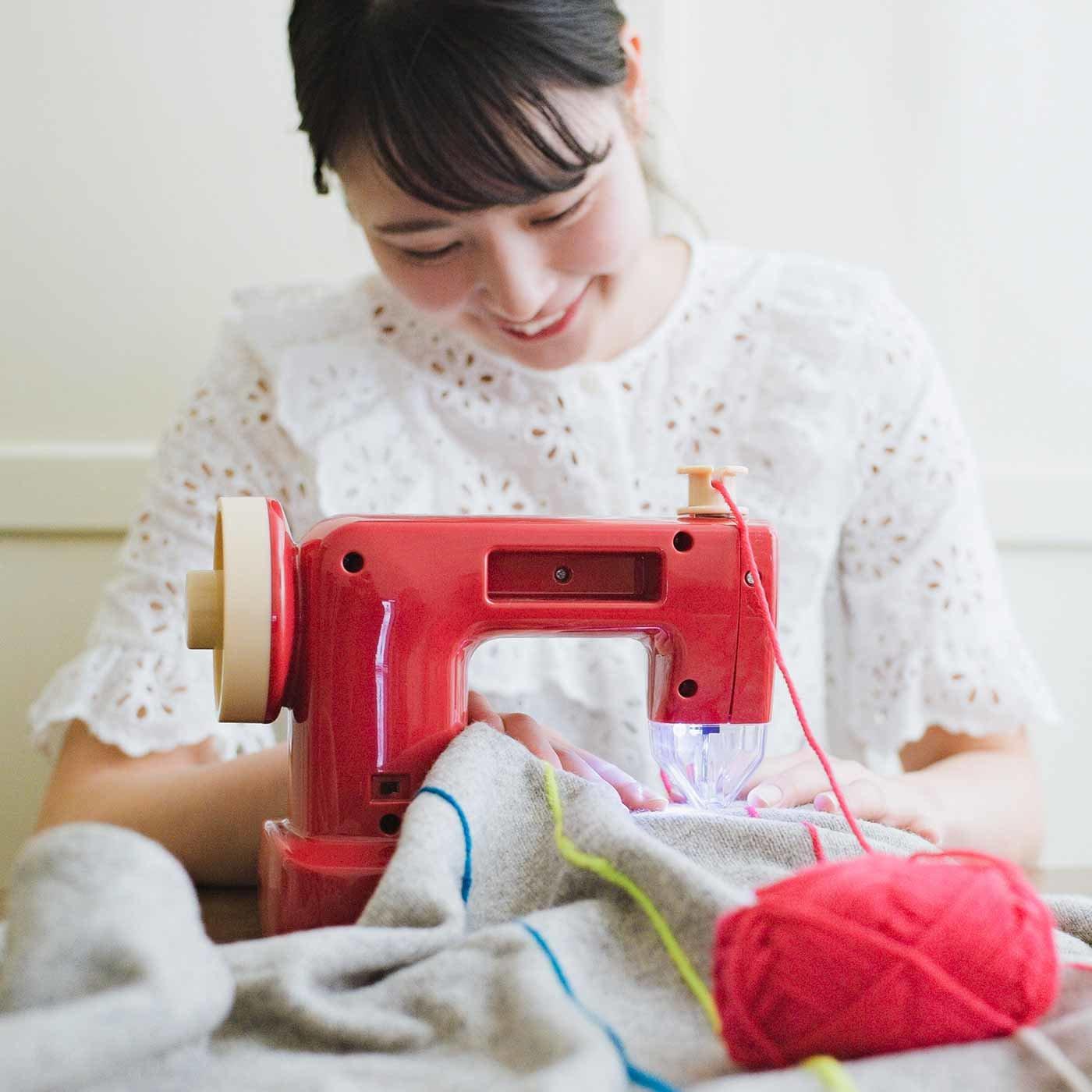 絵を描くように自由に縫えちゃう 毛糸ミシン