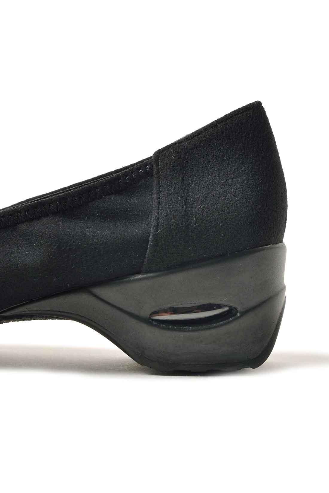ヒールにこっそりエアバックを内蔵しているから、4.5センチのヒールでもスニーカーのような履き心地!