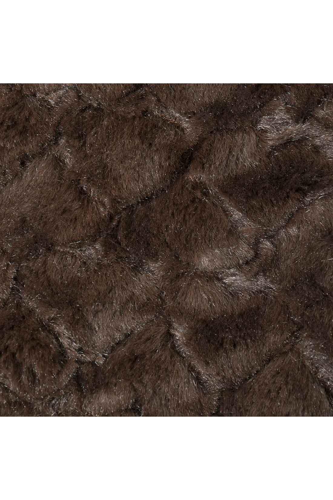 毛並みが美しい、リッチな質感のフェイクファー。