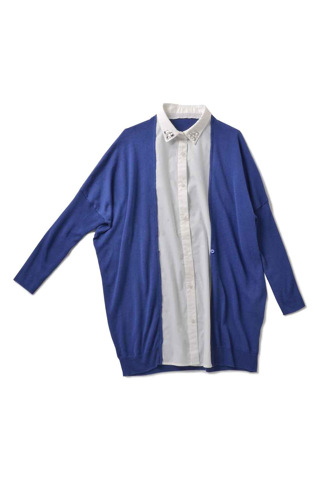 前身ごろでシャツとカーデがドッキング。ボタンの開け閉めでシルエットが変えられてオシャレ。