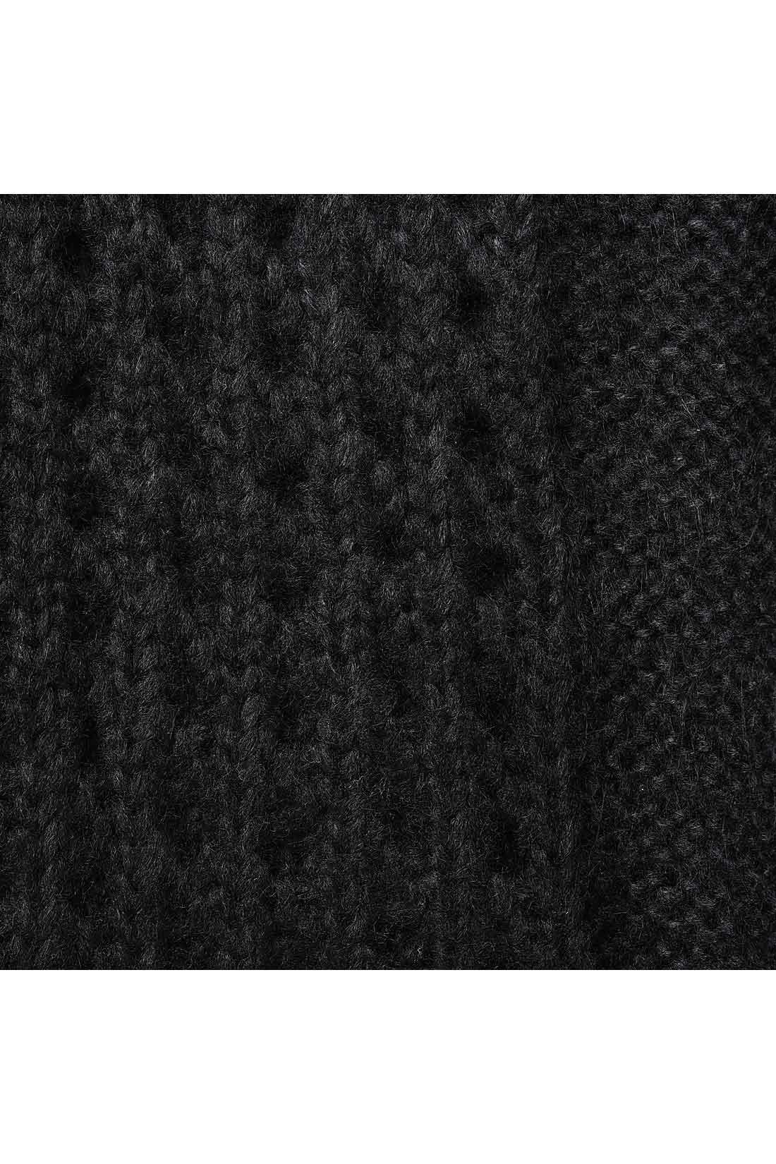 細見え効果も兼ねた縦ラインの透かし編み。