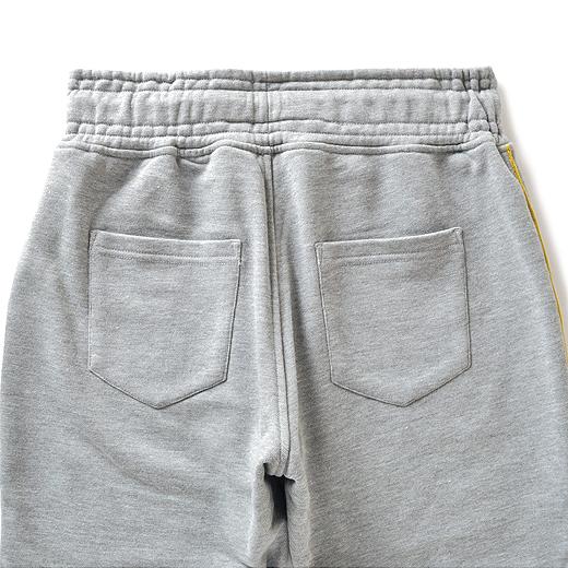 Back バックポケット付きだからヒップまわりもカバー。