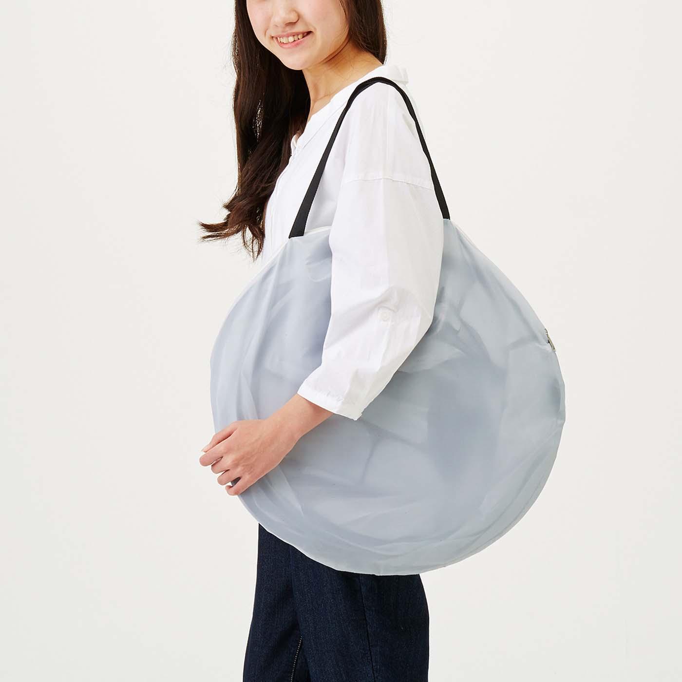 持ち運び用バッグは肩に掛けられて持ち運びらくらく。