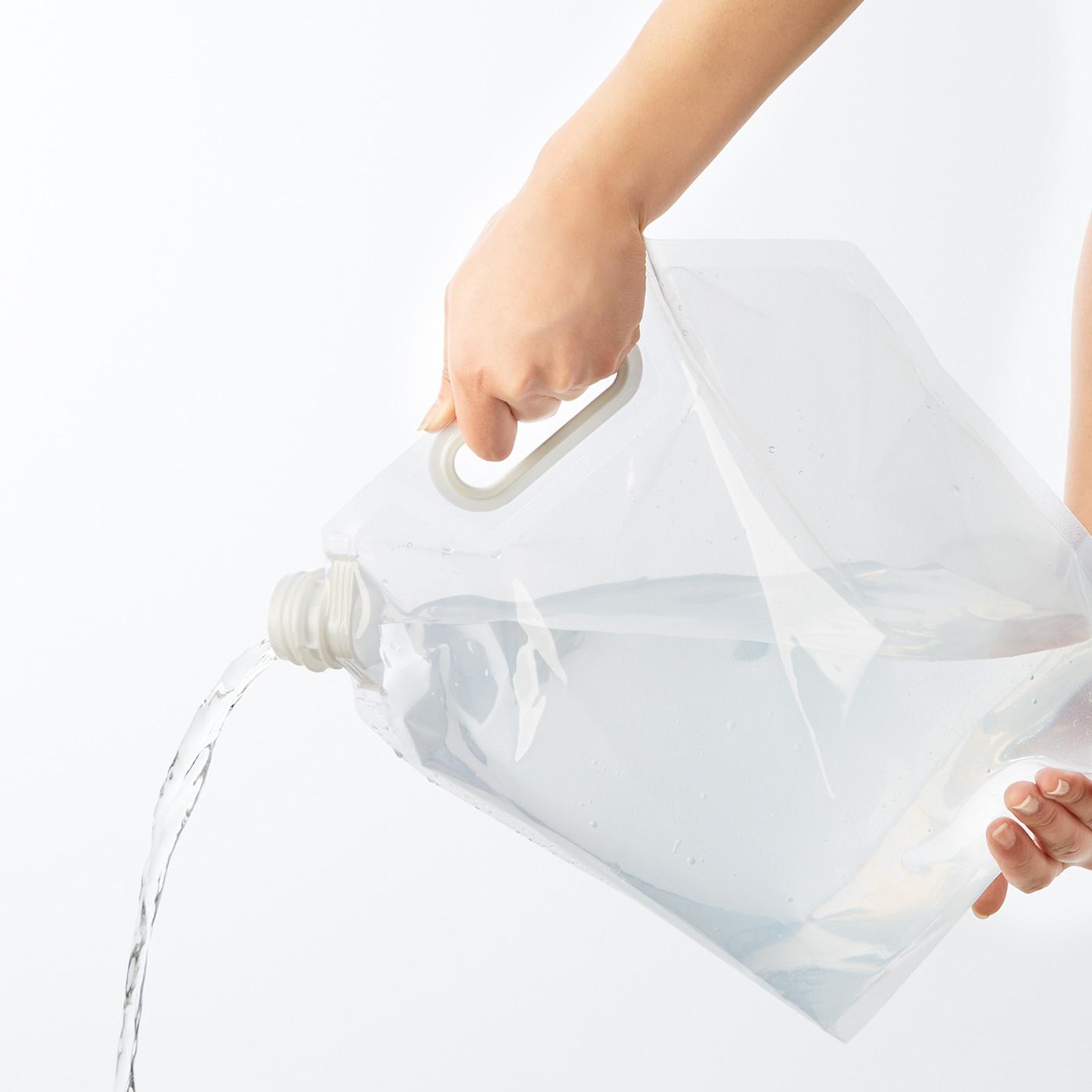注ぎ口が大きいので、一度にたくさんの水をかけられます。