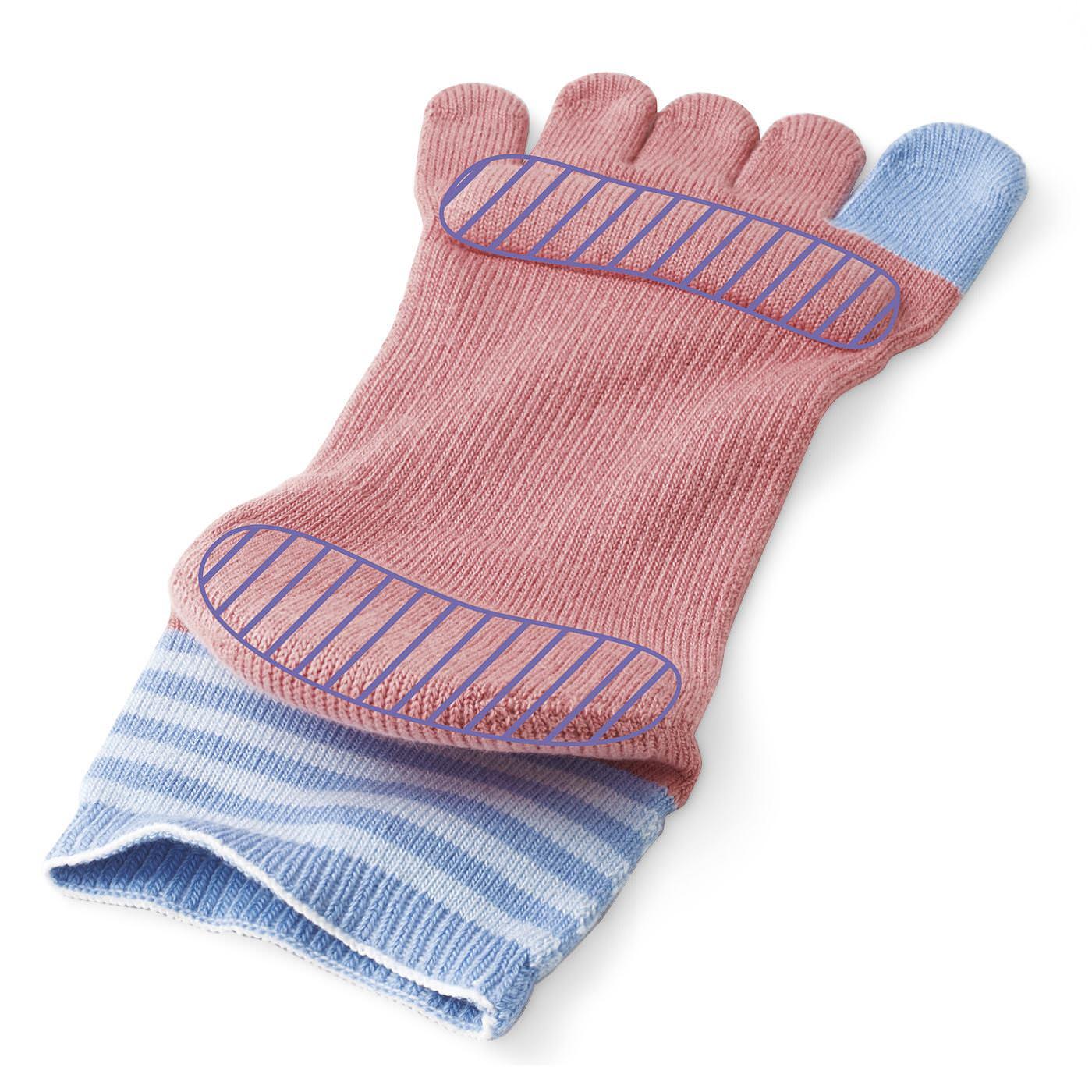 指の付け根とかかとをクッションで手厚くサポート。