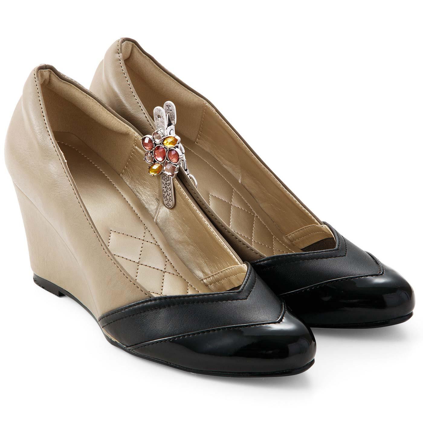 脱いだ靴をクリップで留めておけば目印に。
