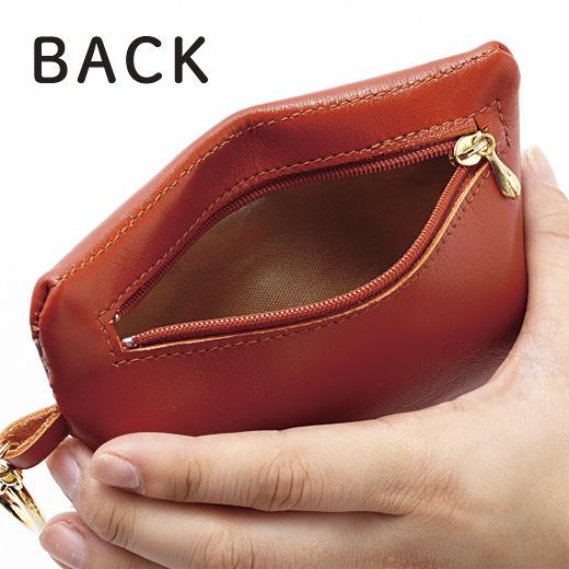 裏面ポケットの内側片面にはオレフィン系樹脂加工。紙くずなどを一時的に入れられて便利。