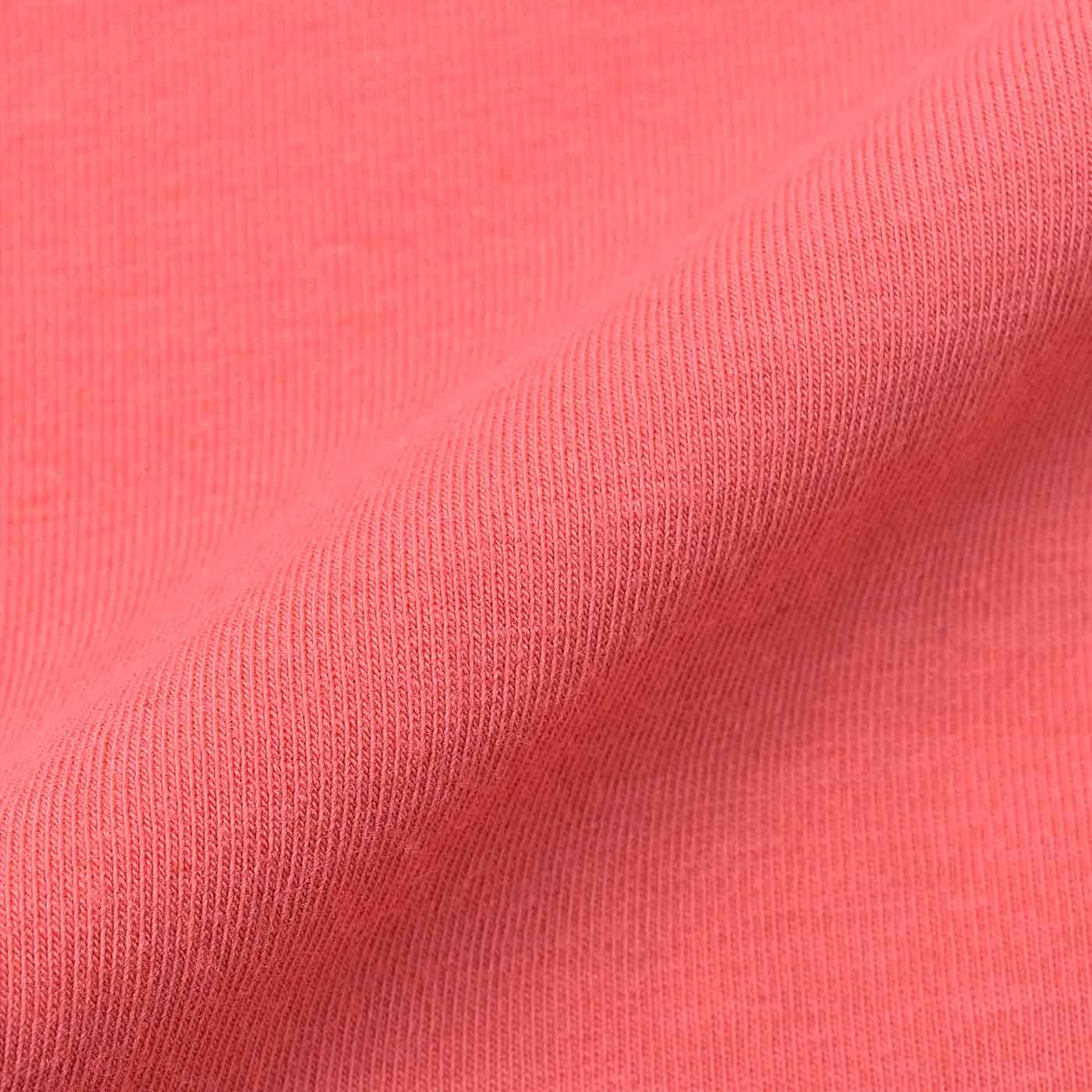 肌に当たる内側の生地は、汗をかいてもベタつかない天じく素材で快適。