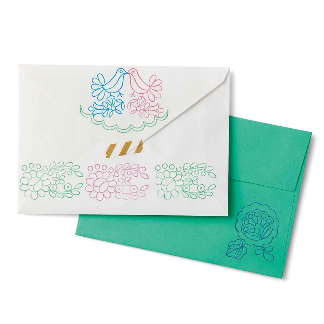 無地の封筒にポンと押すだけで、素朴な愛らしさが漂います。地色との組み合わせも楽しんで。