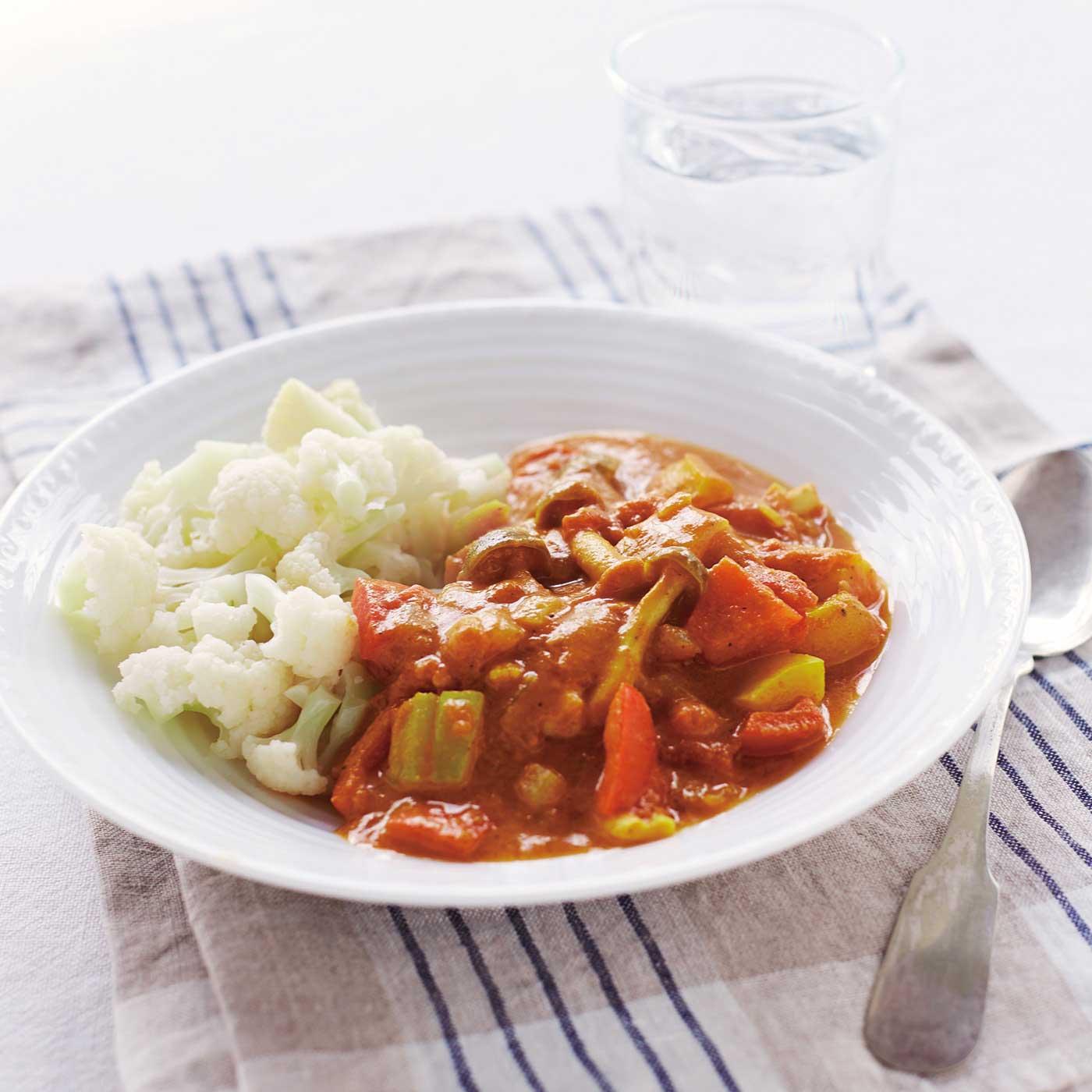 ※調理例です。野菜カレー用:野菜だけで作るカレーはベジタリアンのみならずおすすめ。野菜の旨みが充分に引き出せるようにスパイスをブレンドしました。