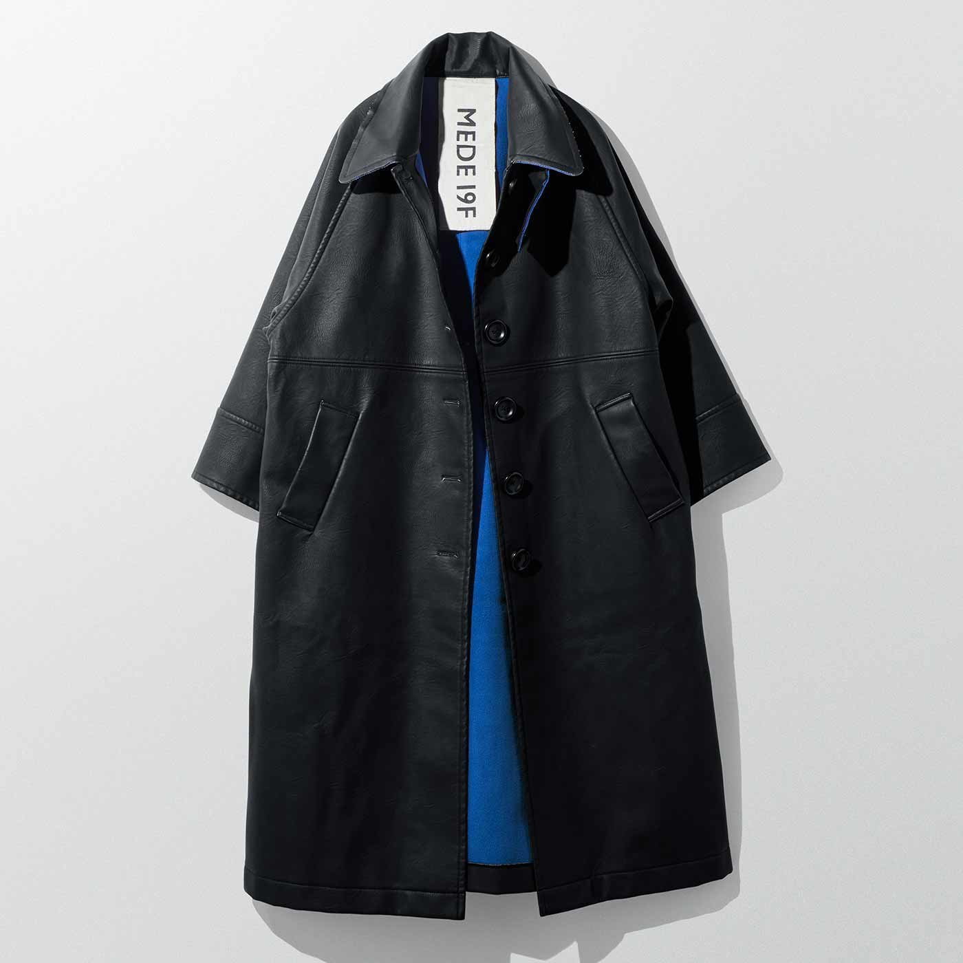 MEDE19F フェイクレザーのバルマカーンコート〈ブラック〉