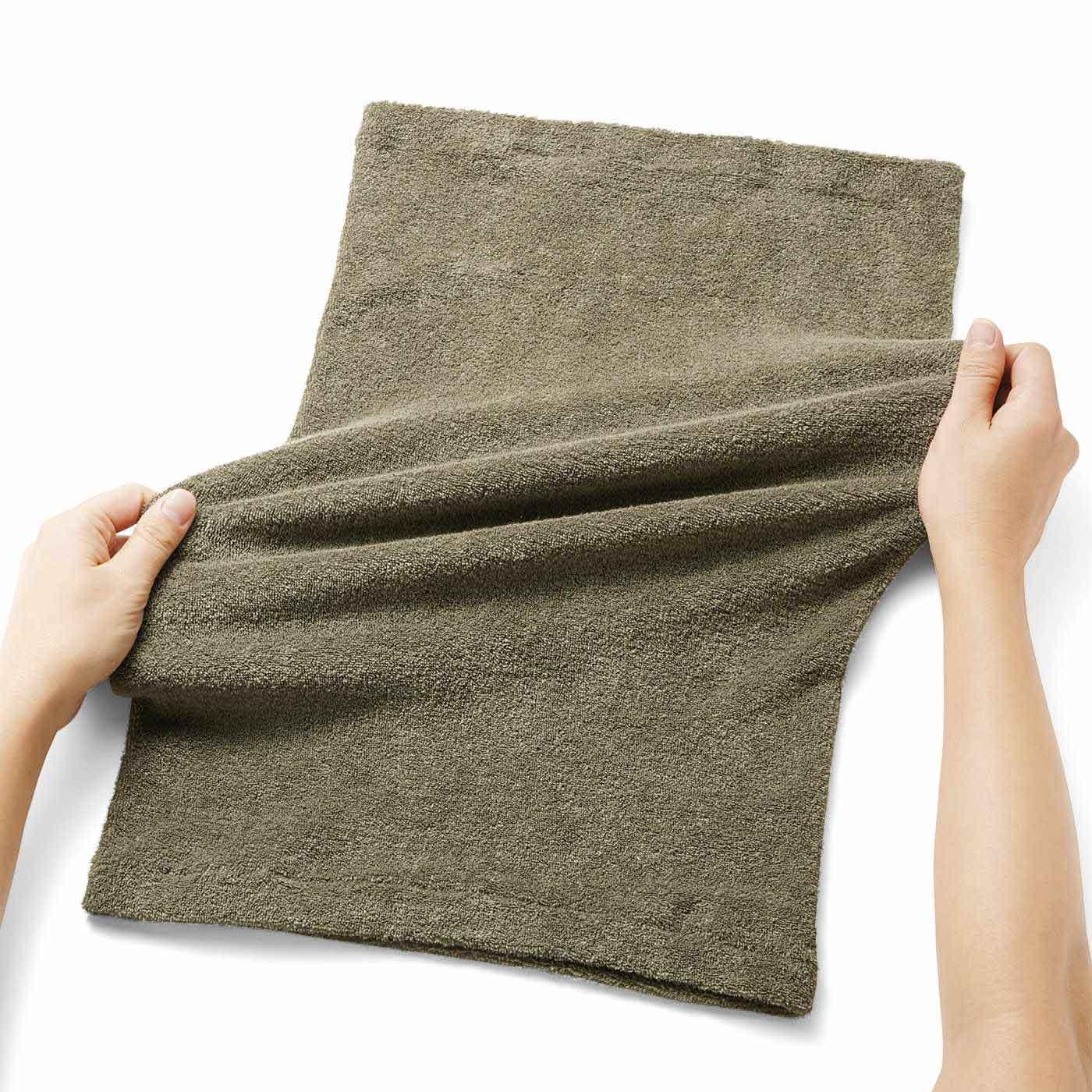 よく伸びて大きめの枕にもフィットします。