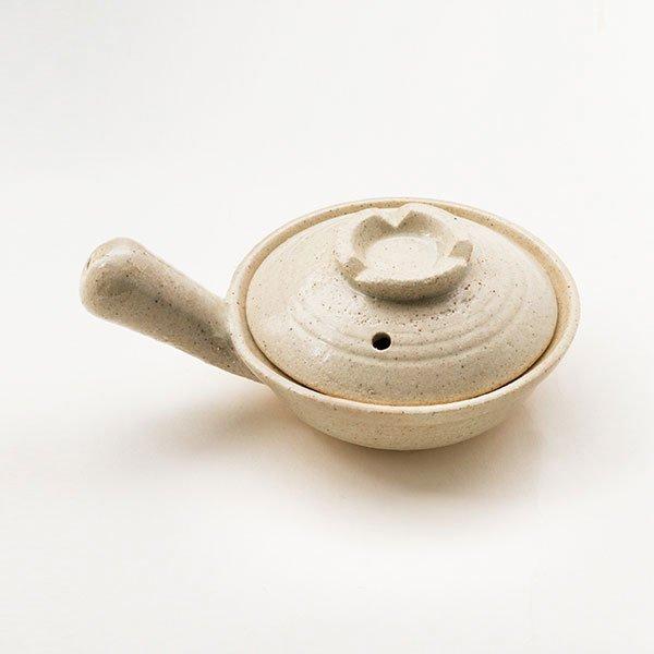 [三重県]めだま焼き用耐熱陶器鍋(ふた付・伊賀焼・白釉)
