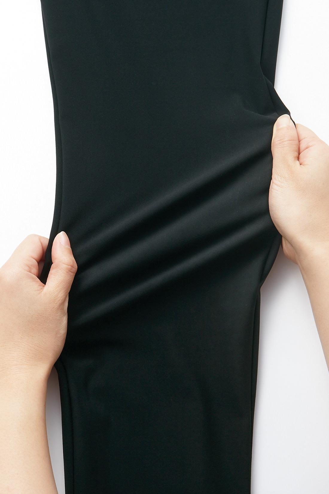 ハリがありながら驚くほど伸縮し、復元力のある360°伸びるハイテンション素材。熟練職人さんの技術によって、編み立てや染色などを繊細に管理された日本製が誇る人気素材です。