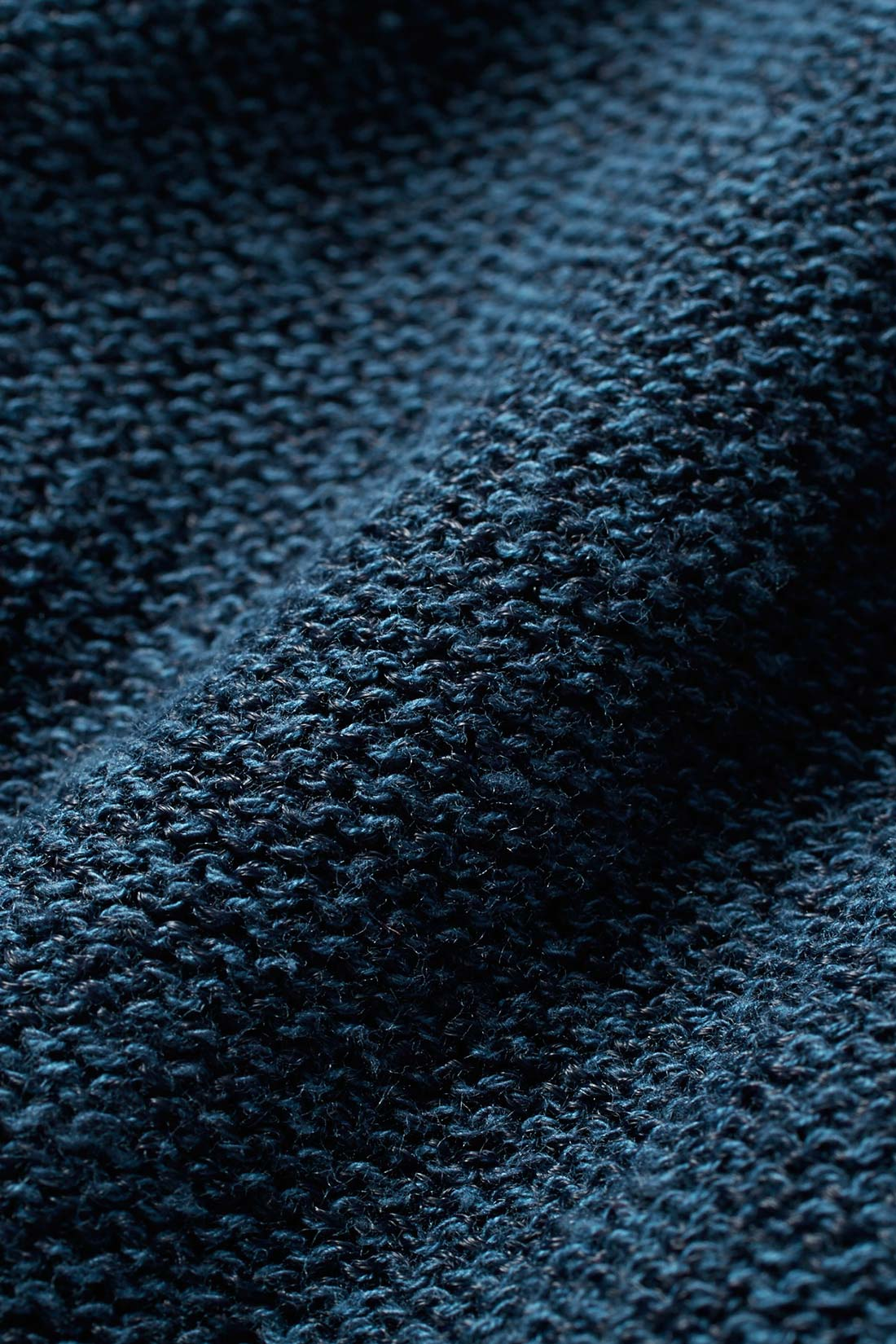 シャリッとドライ。裏編み遣いもポイント。