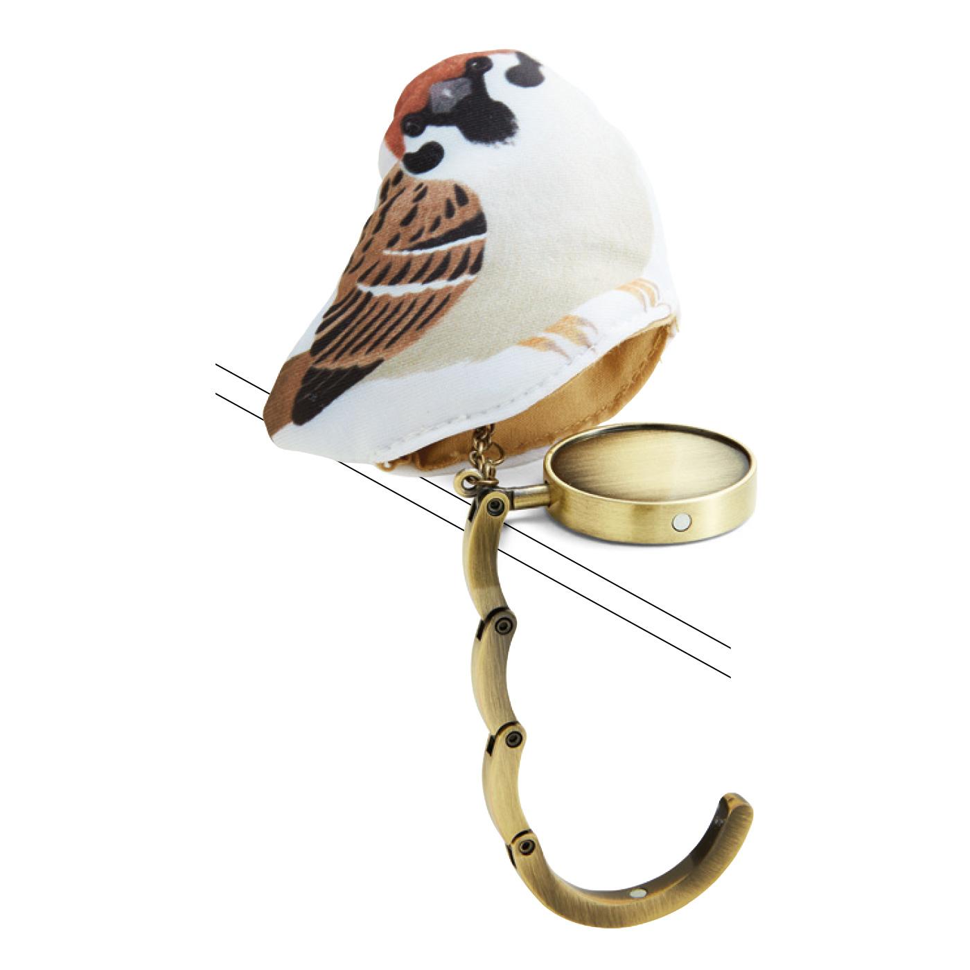 小鳥の中のバッグハンガーを伸ばして使います。