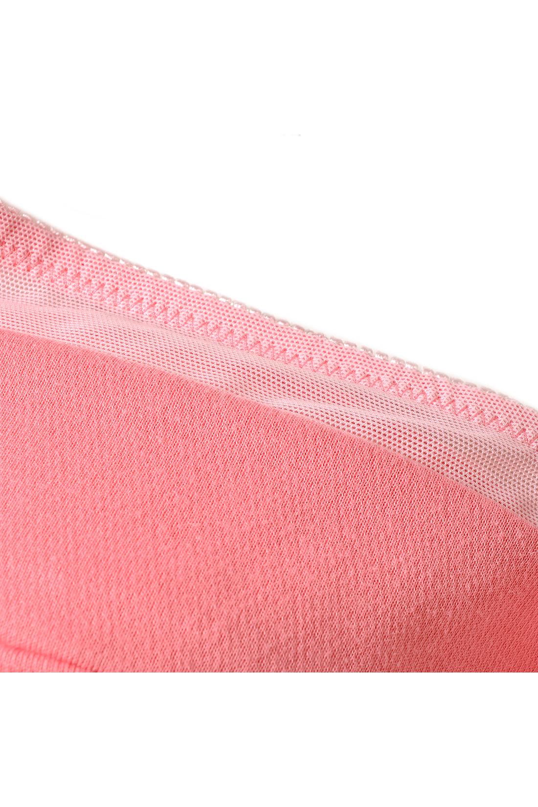 肌側に吸汗速乾素材を使用しているから、汗をかいてもさらりと快適。