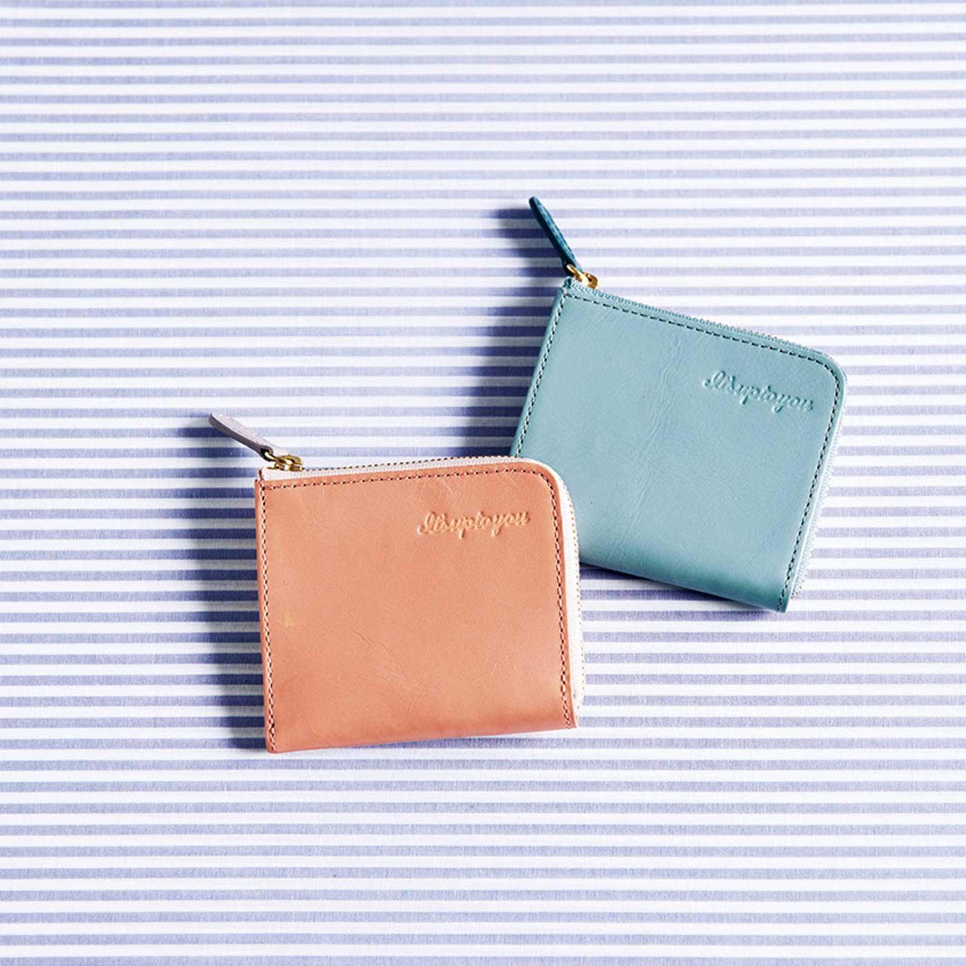 さらりとして秘めたツヤ感と、カラー配色が開くたび楽しめる本革財布です。