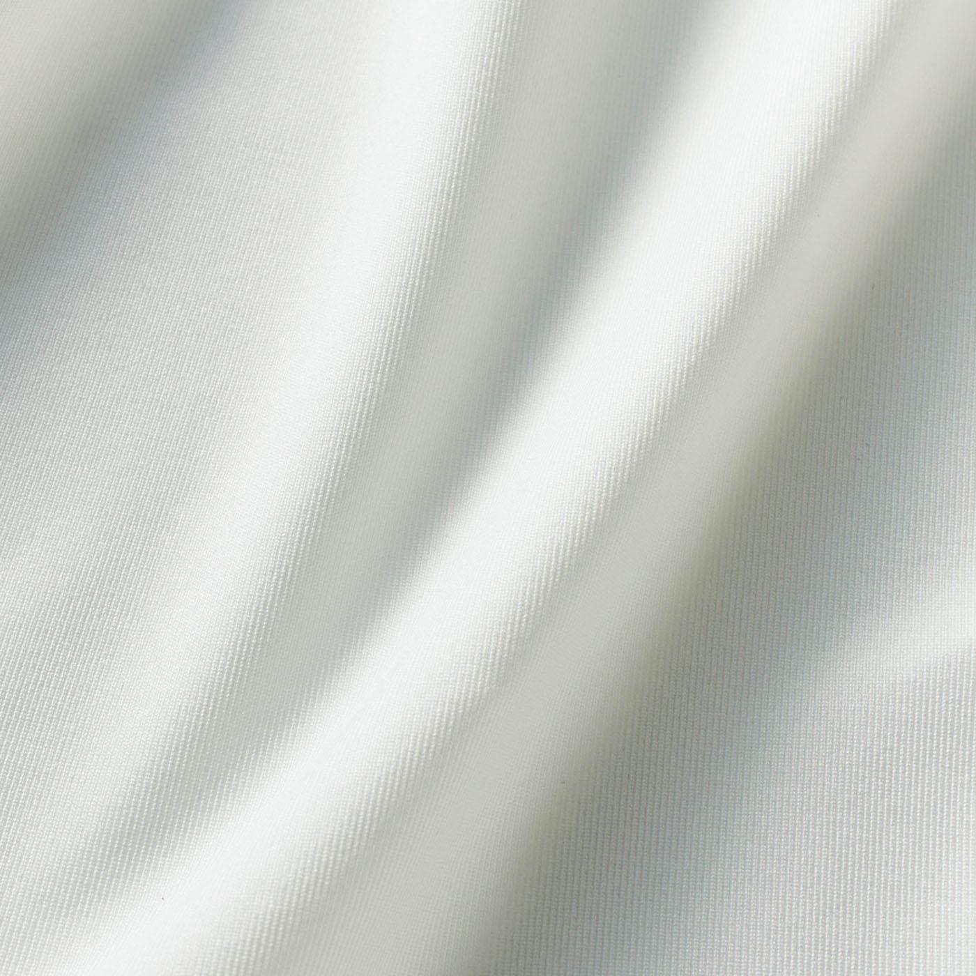 年中蒸れにくい薄手の吸汗速乾素材。