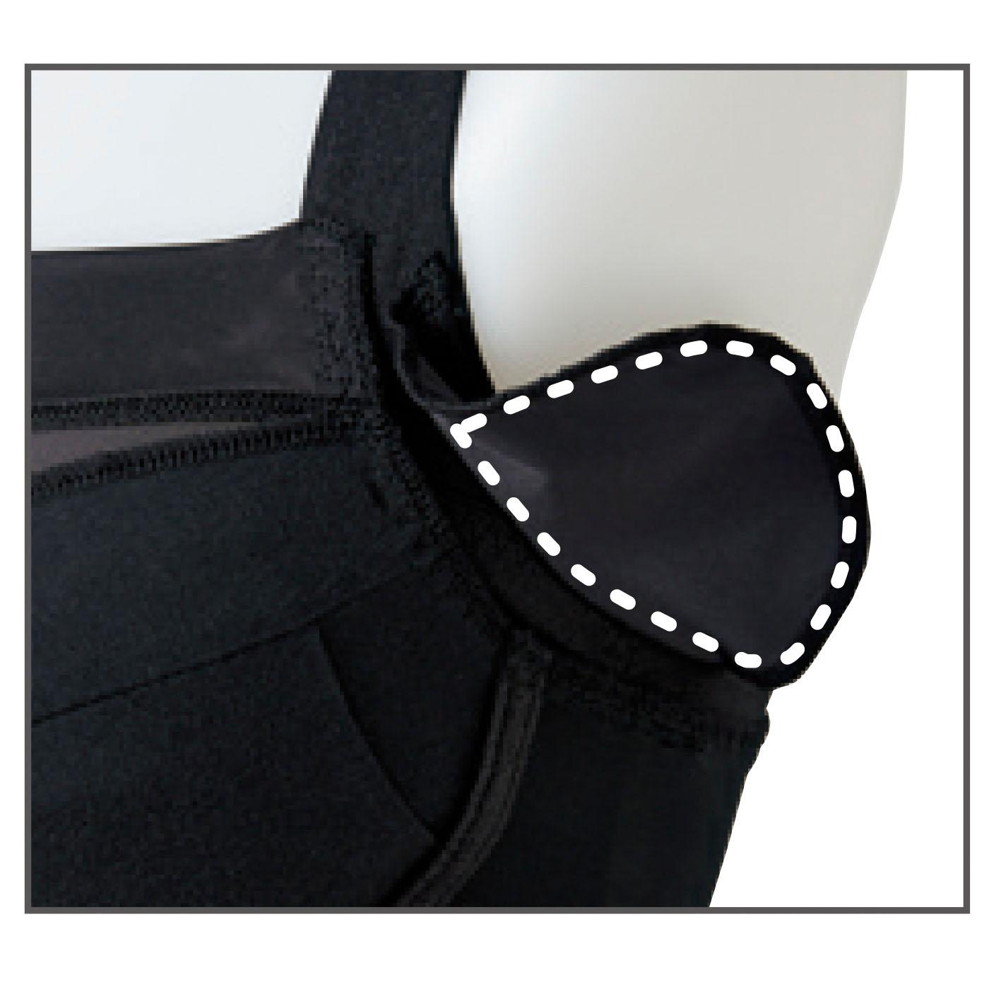 出し入れ可能なわきパッド付きでわき汗対策もばっちり。