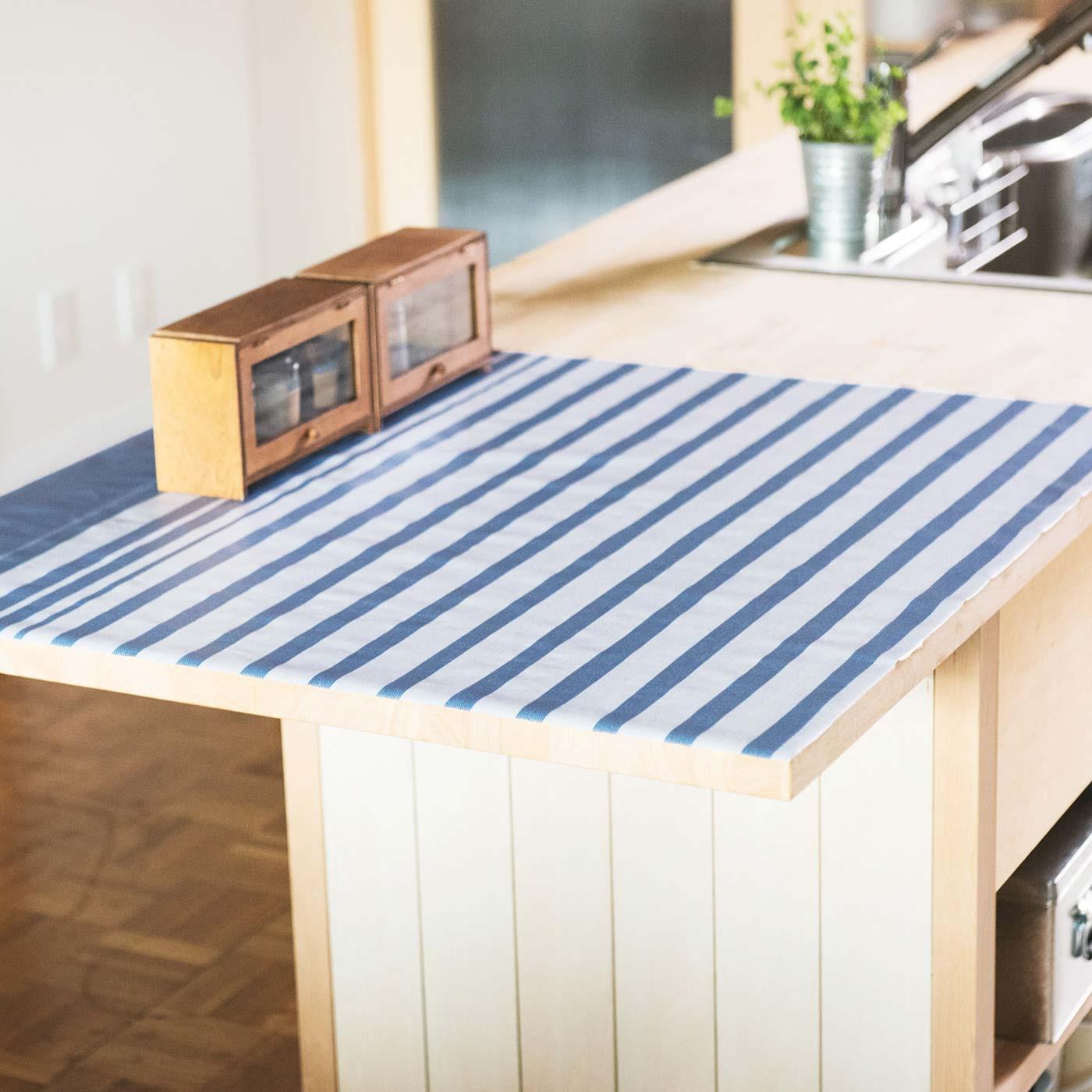 カウンターテーブルやキッチンの収納棚に敷いても。