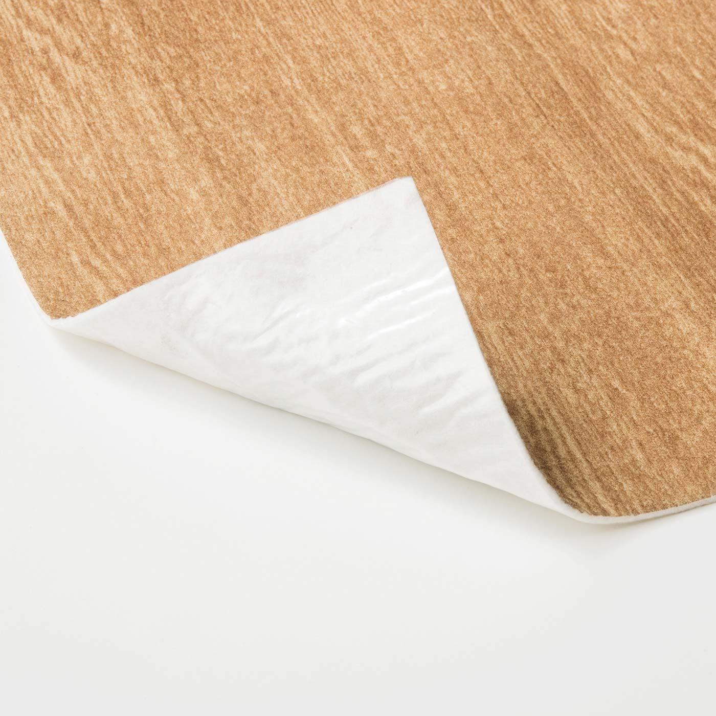 表面は吸水性のある不織布、裏面は防水フィルム。