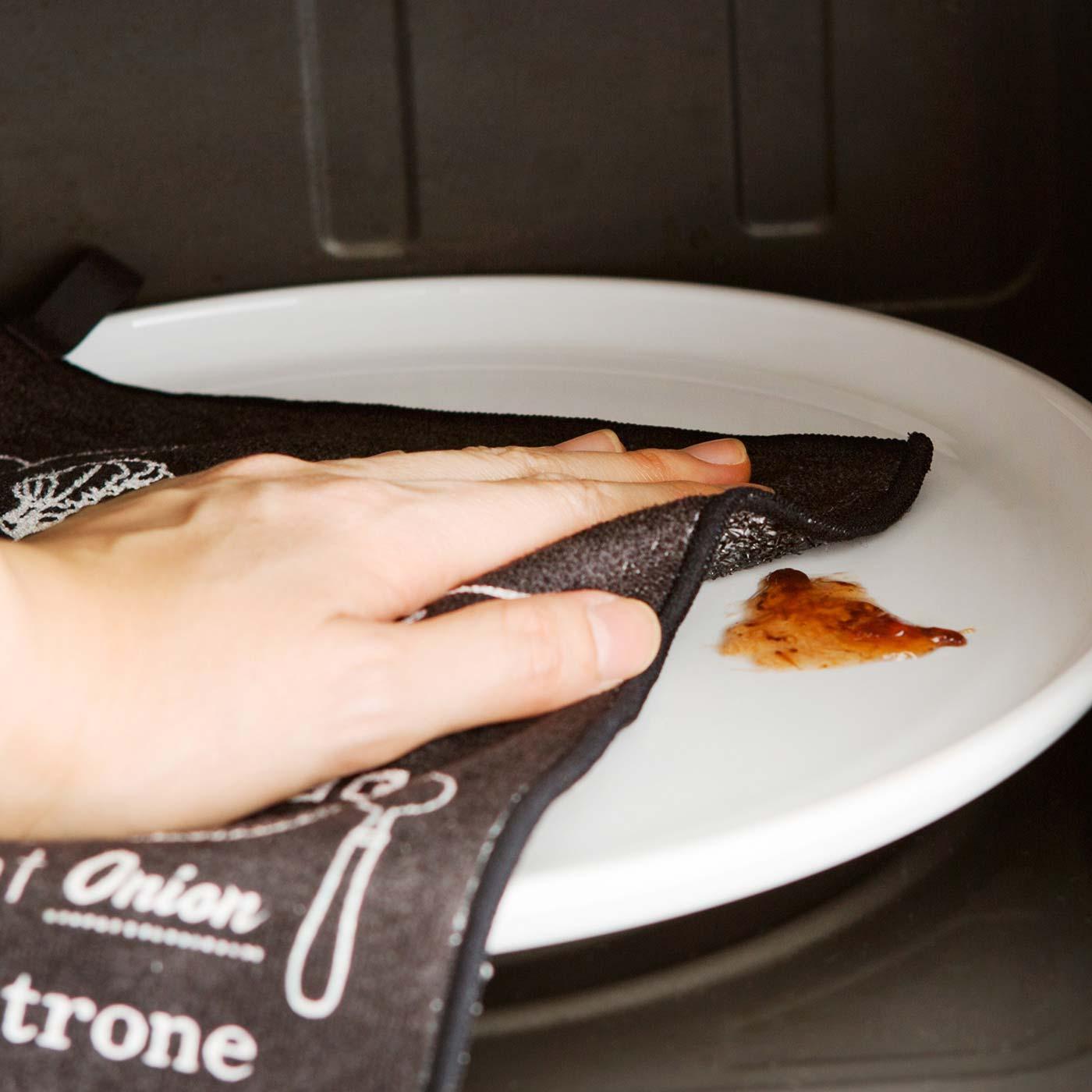 汚れが目立ちにくい黒色で、手を汚しにくい大きめサイズ。