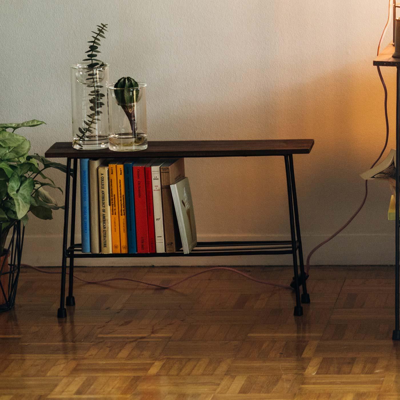 ※塩化ビニル樹脂など一部の樹脂製の床材に設置すると、滑り止めゴムから床材に色移りする場合があります。