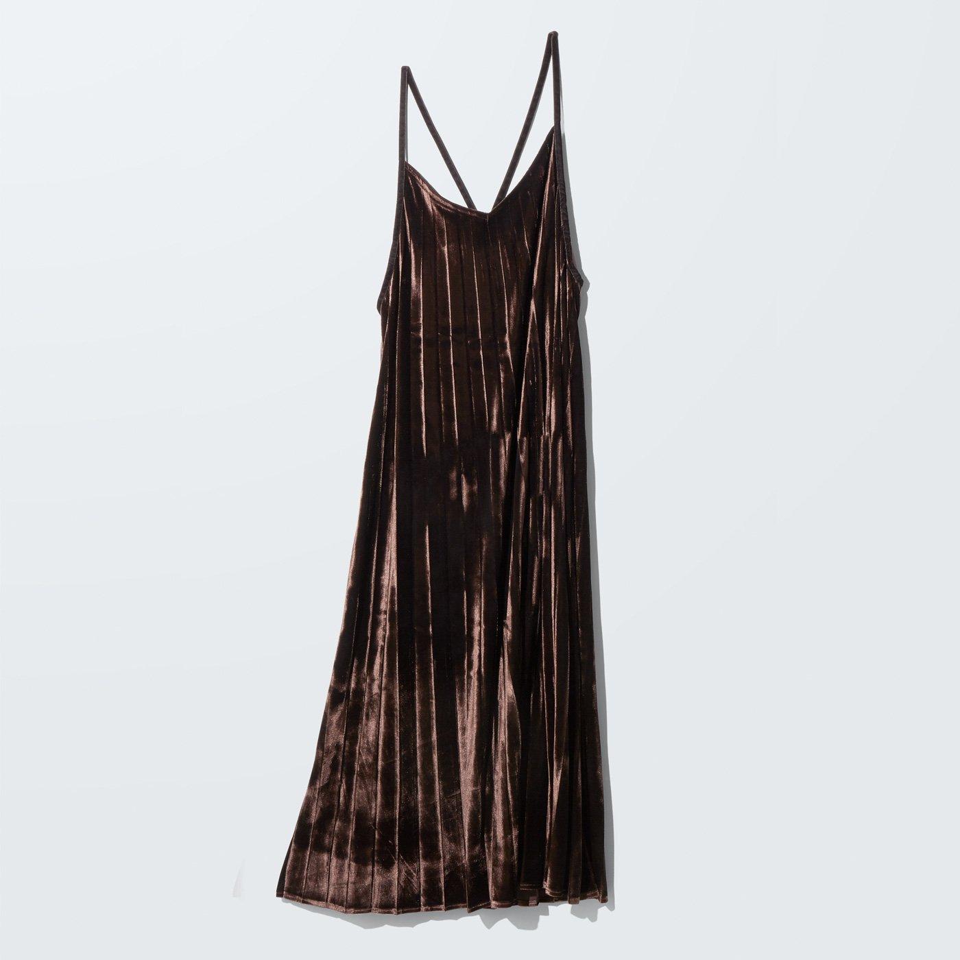MEDE19F ベロアプリーツキャミドレス〈ダークブラウン〉