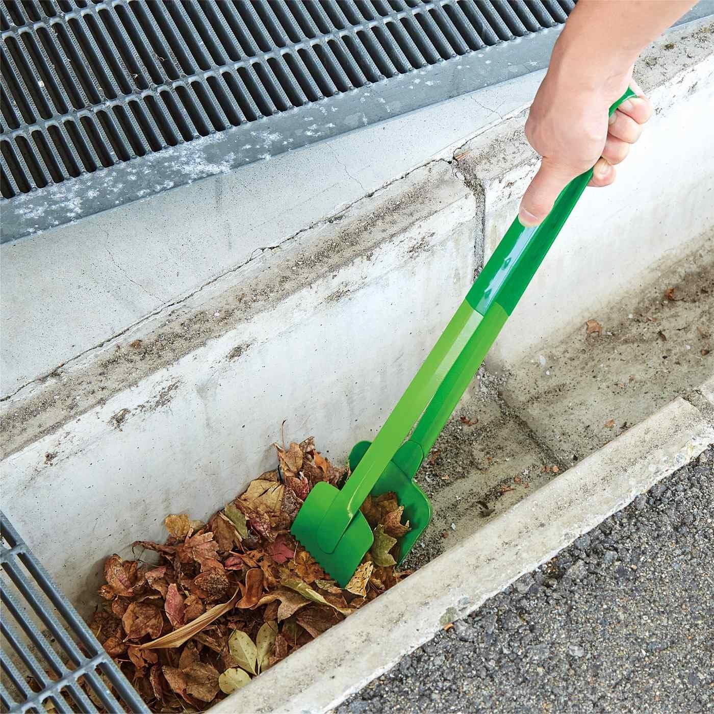 溝にたまったゴミや土をごっそり スコップとはさみがひとつになったスコピック