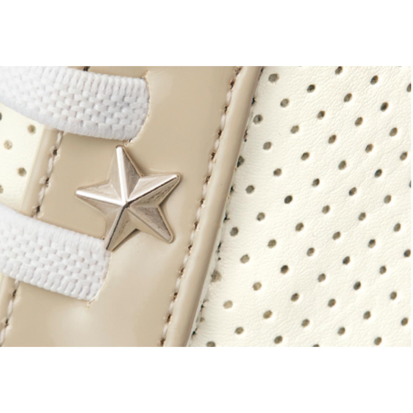 [ブラック・ホワイト共通]軽くてお手入れしやすい合成皮革のパンチング素材。通気性がよく、むれにくいので快適!