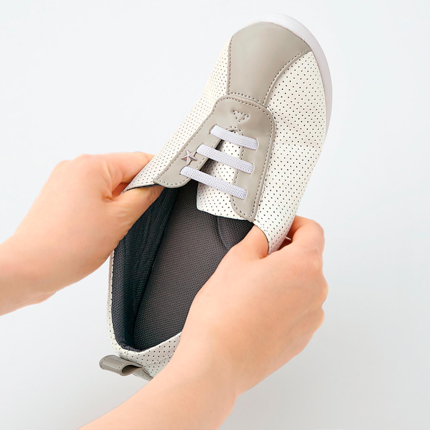 [ブラック・ホワイト共通]伸縮性のあるゴムひもで脱ぎ履きもスムーズ。スッと履けます。