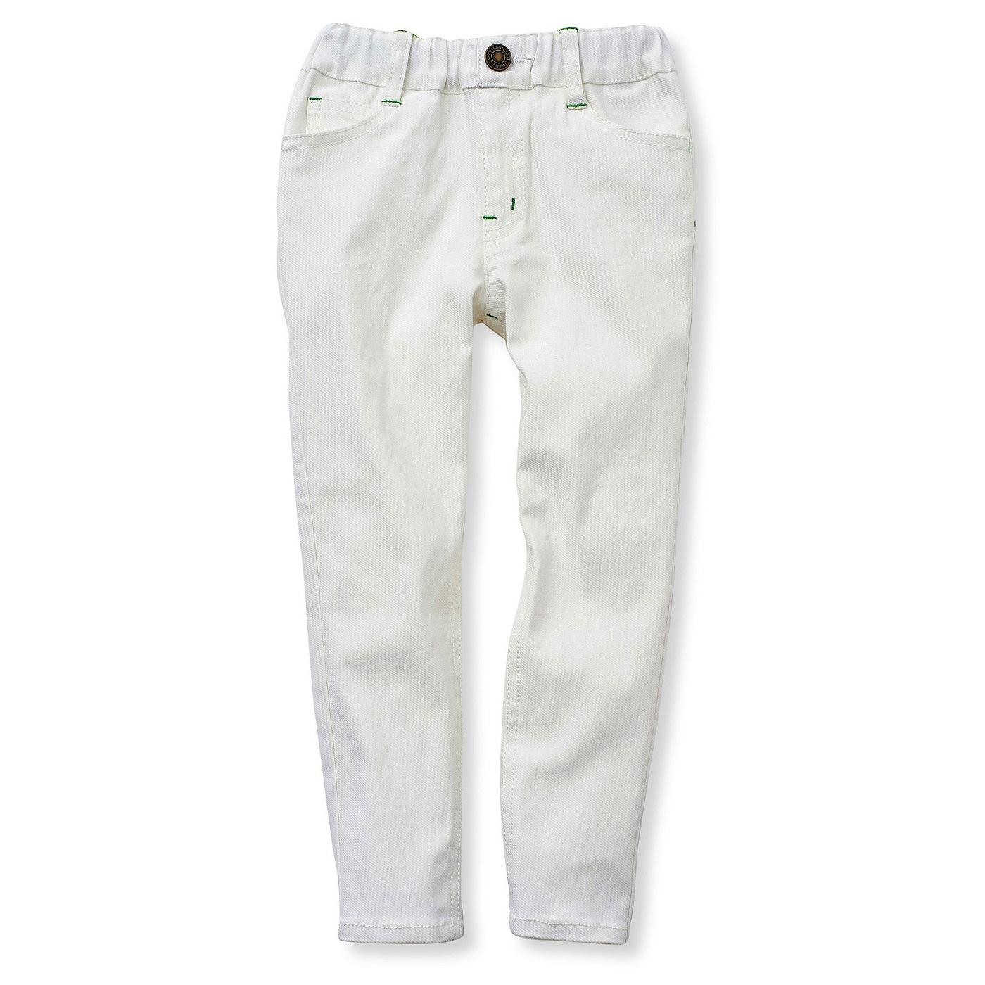 人気のホワイトカラーは春夏のおしゃれにぴったり。どんなカラーのトップスとも相性抜群。