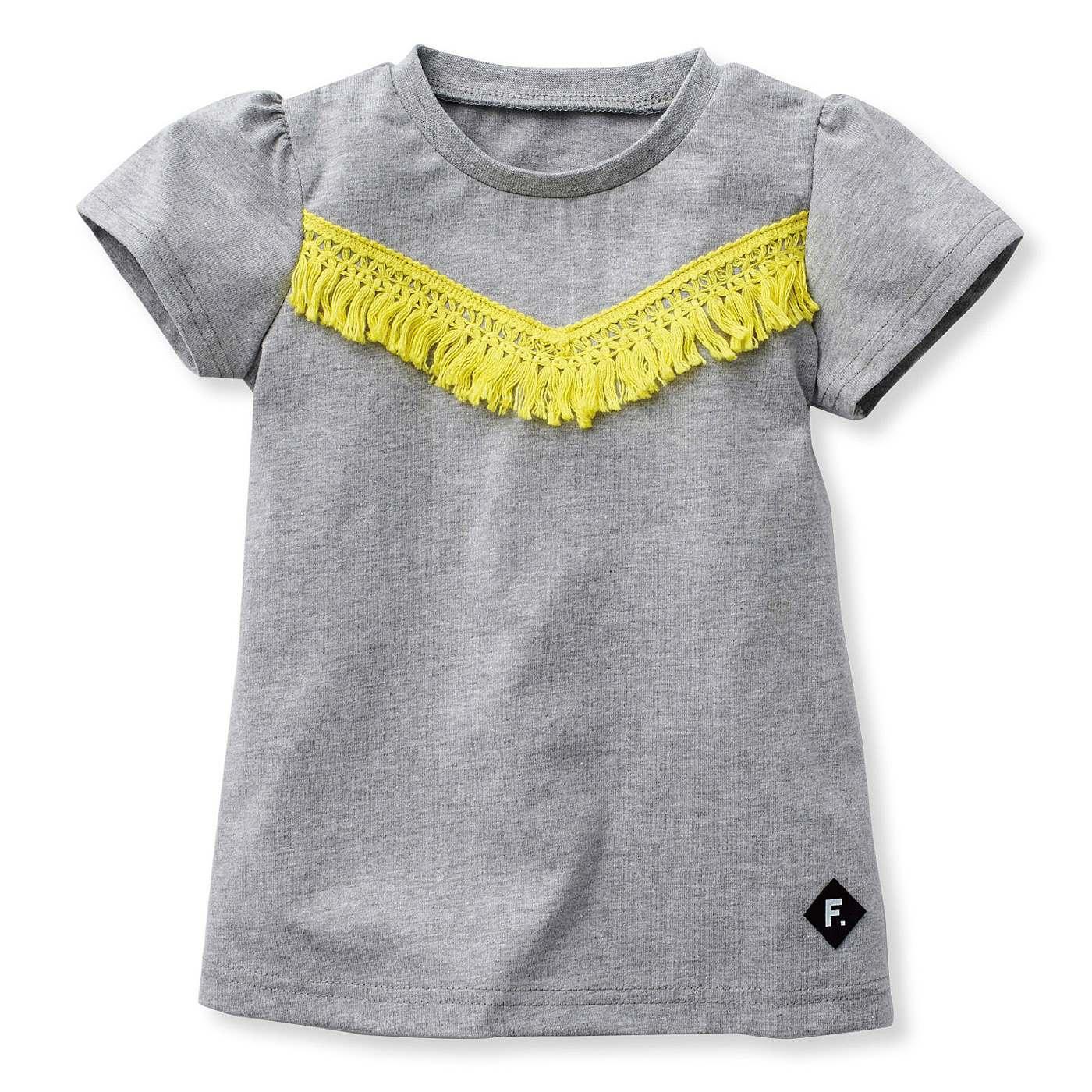 ひらりと広がるAラインとコンパクトな袖で、女の子らしい雰囲気。