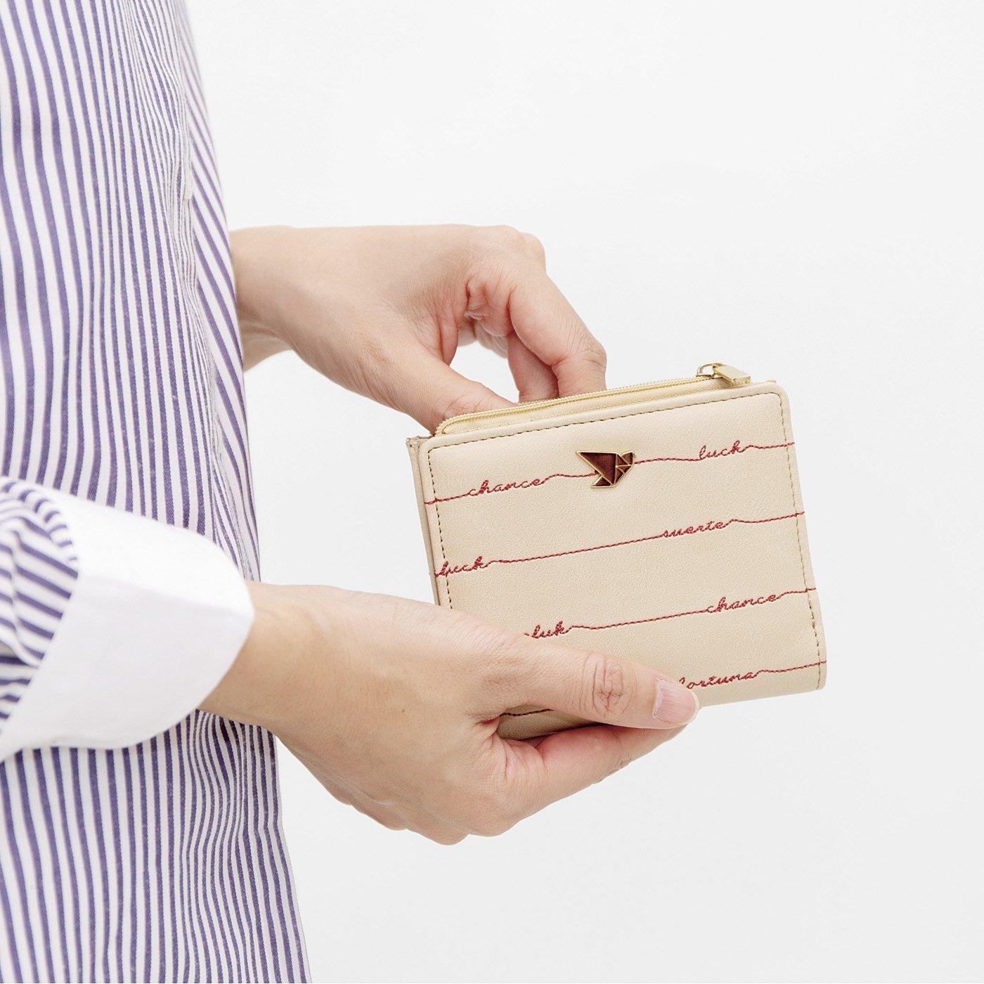 ポケットに入れて幸運のお守り スリムな二つ折り手のり財布の会