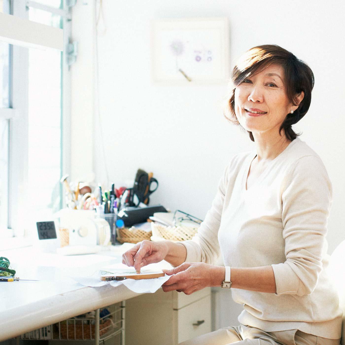 刺しゅう作家 青木 和子さん 自ら育てた庭の草花をモチーフとした作品で注目を集める。著書も多数で、フランスをはじめ7ヵ国で海外出版されるなど世界的に活躍。