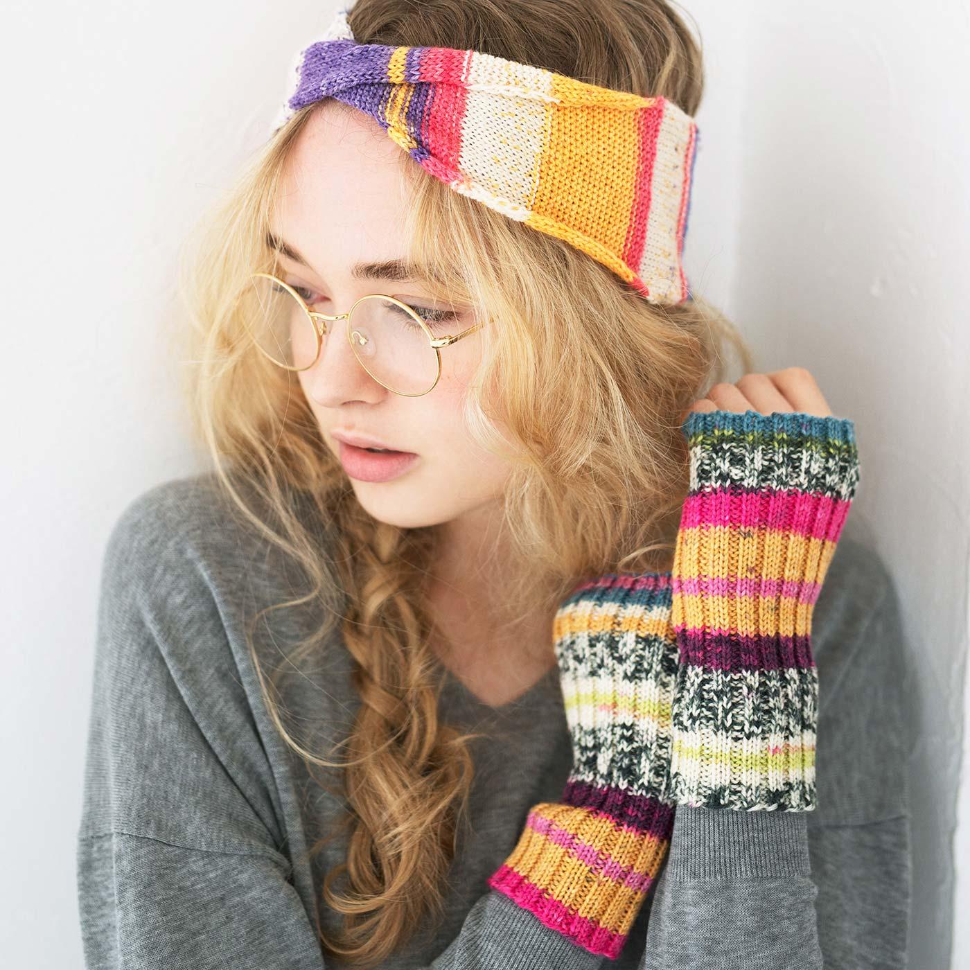 ヘアバンド、アームカバー、コースターなど、余った毛糸で編むおまけも楽しみ。