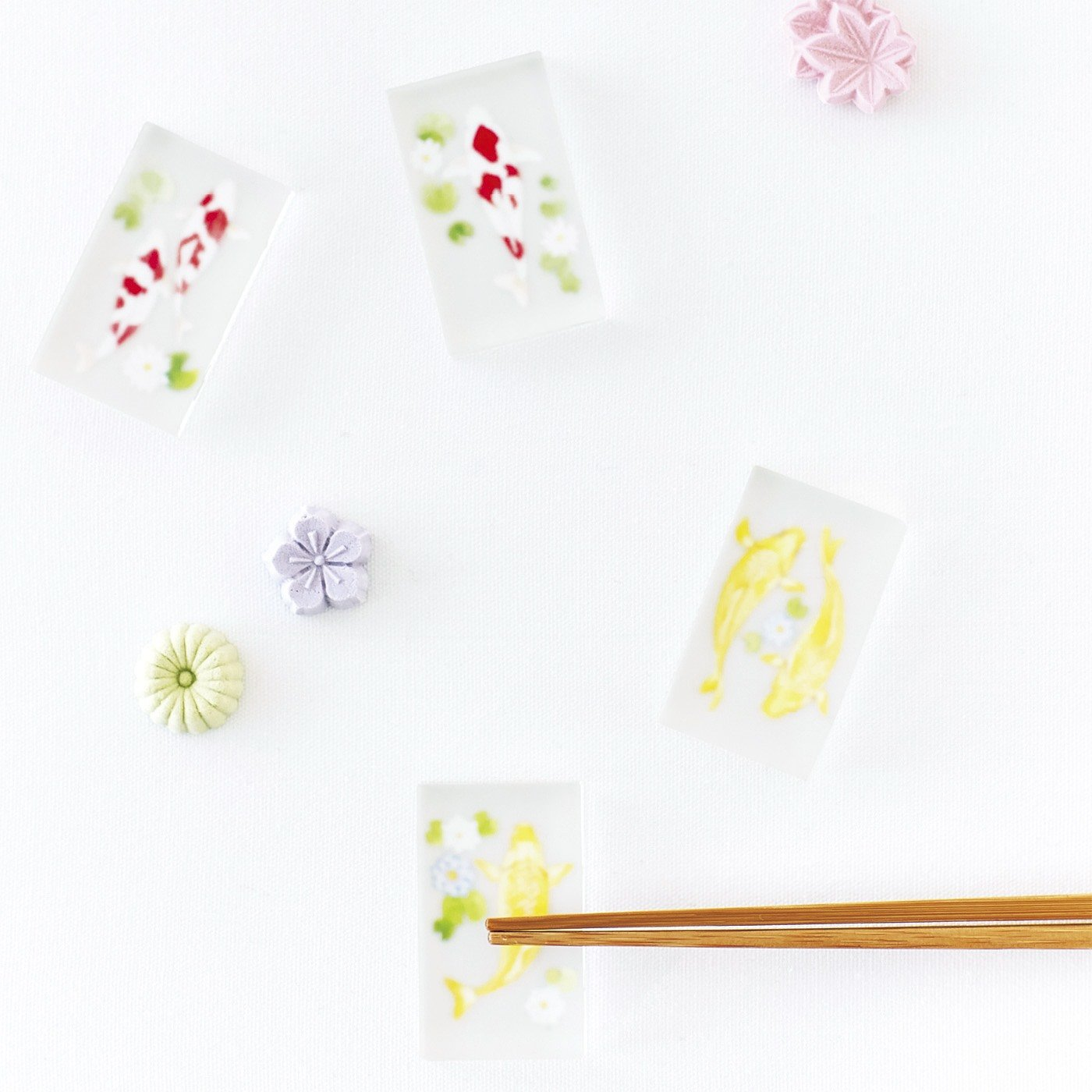 まるで日本庭園みたい 優雅に泳ぐ錦鯉のはし置きの会