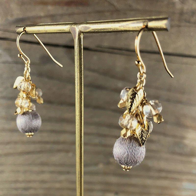 irokobako 高級刺しゅう糸の巻き玉とチェコグラスビーズのピアス