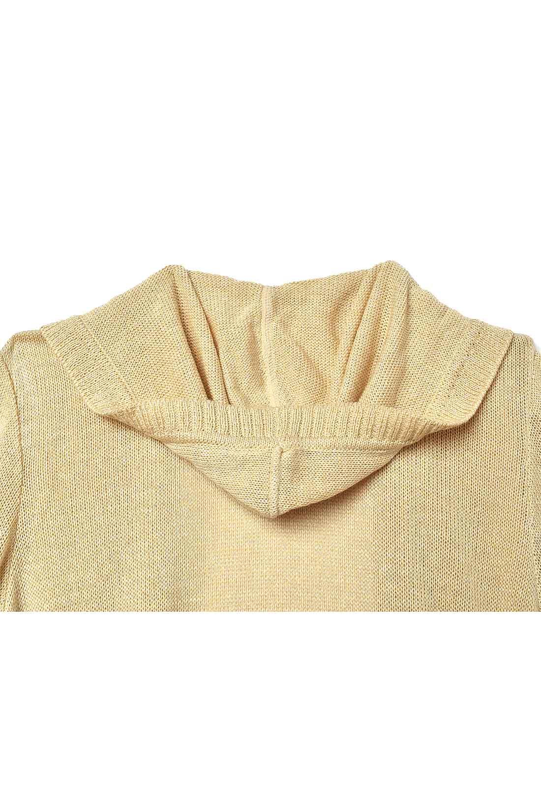 back あえて小さめにしたパーカー衿でバランスのよい後ろ姿に。