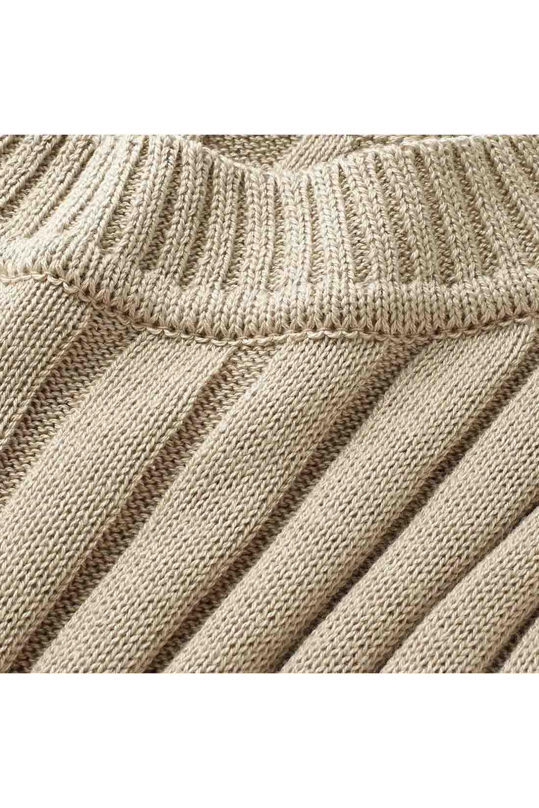 7ゲージでざっくりと編み上げたリブが大人顔。