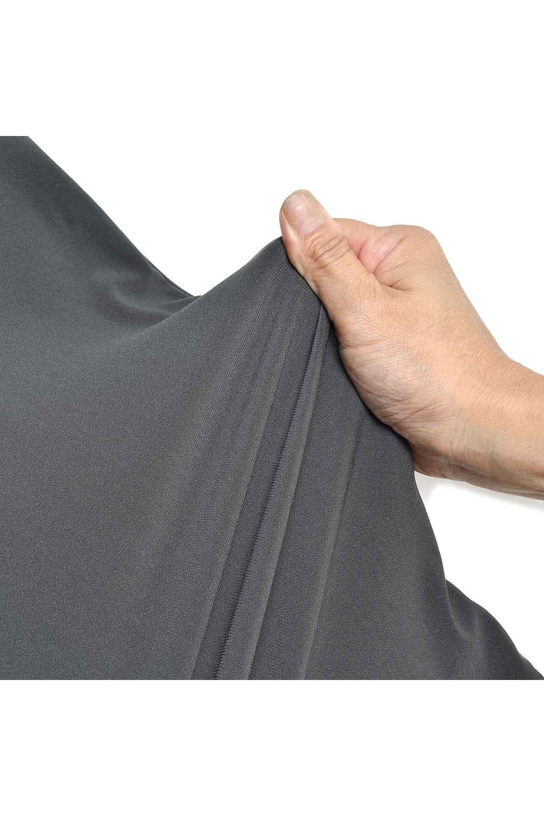 ハリがありながら驚くほど伸縮し、復元力のある360°伸びるスーパーストレッチ素材。熟練職人さんの技術によって、組み立てや染色などを繊細に管理された日本製が誇る人気素材です。