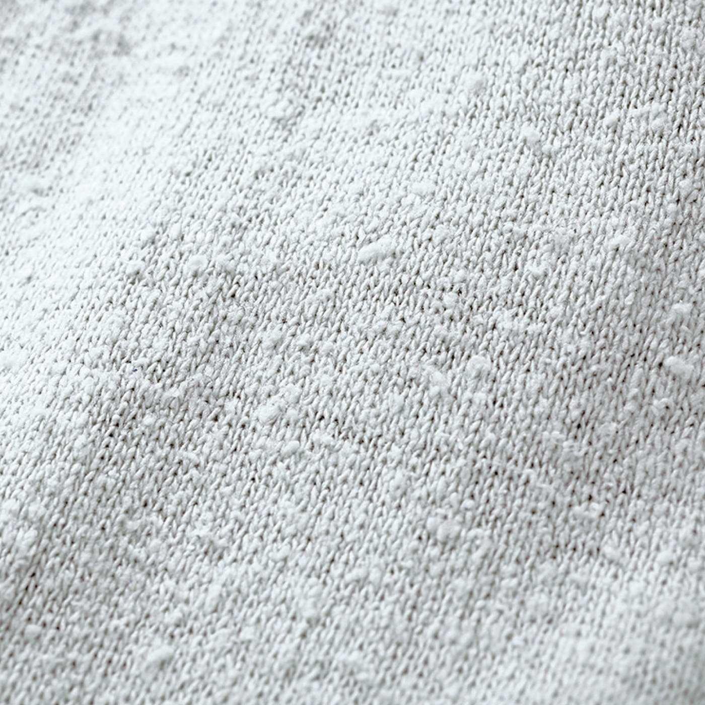 ふんわり空気を含む太めのシルク「紬糸(ちゅうし)」