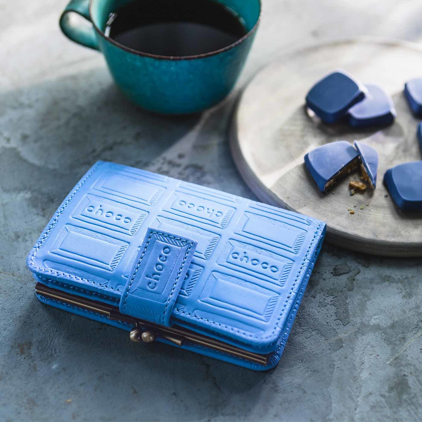 チョコレートバイヤーとコラボ! チョコ型押しで誂えた 本革がま口付き折り財布〈エクセレントブルー〉