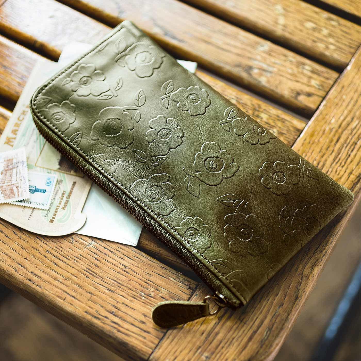 すっきり薄型が上品 花柄型押しで誂えた 本革スマート長財布〈かぼちゃグリーン〉