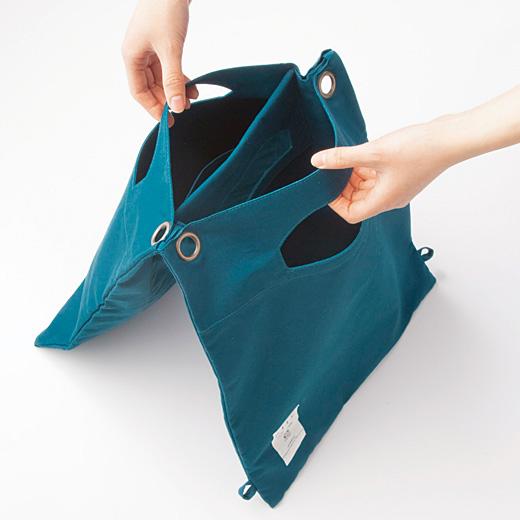 財布や携帯電話などのこまごまモノと、雑誌などの大モノを分けて入れられます。片方には内ポケット付き。