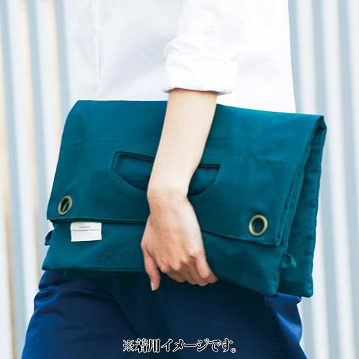 CLUTCH BAG ひもを取り外して半分に折れば、クラッチバッグに。