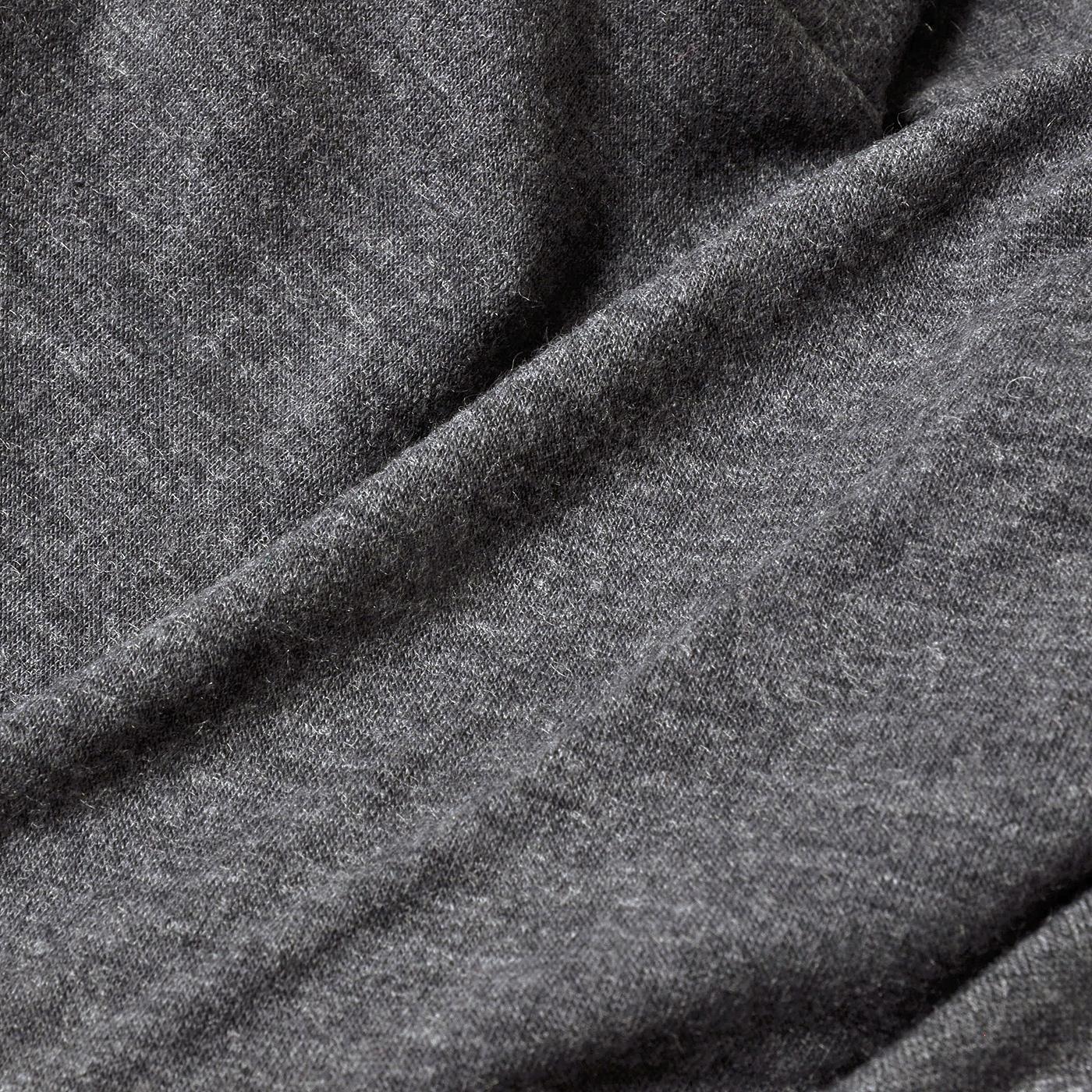 裏地はカットソー素材で、やわらかな肌当たり。
