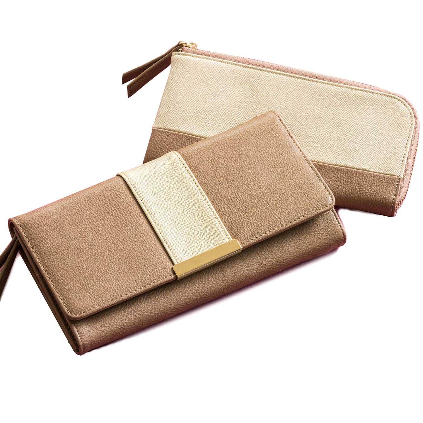 フラップ付き・ファスナータイプの財布2個セット。